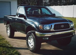 TOYOTA Tacoma 2001 Everything works great!! Zero-issues!! for Sale in Newark, NJ