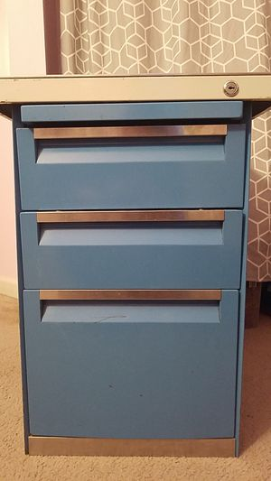 3 Drawer Filing Cabinet with slide out shelf for Sale in Florissant, MO