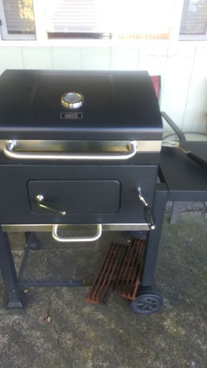 Expert grill charcoal bbq for Sale in Puyallup, WA