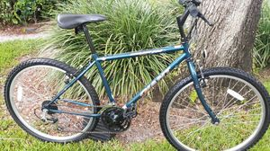 GIANT BOULDER MOUNTAIN BIKE. PERFECT CONDITION. 🚴♂️ for Sale in Boca Raton, FL