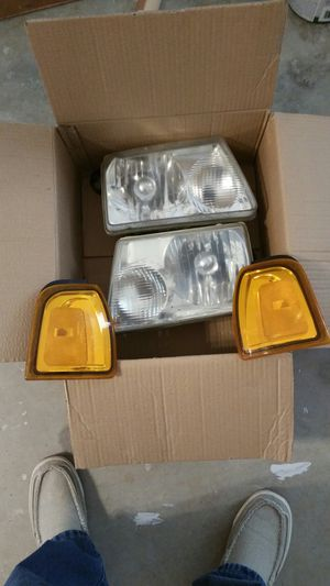Headlights for Ford Ranger. 99-01 for Sale in Murfreesboro, TN