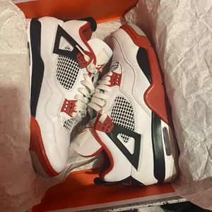 Jordan Retro 4 for Sale in Hartford, CT