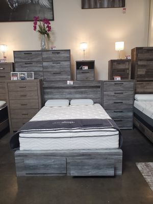 4 PC Queen Bedroom Set (Queen Bed, Dresser, Mirror, Nightstand Included), Rustic Grey for Sale in Westminster, CA