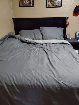Black queen bed frame for Sale in Phoenix, AZ