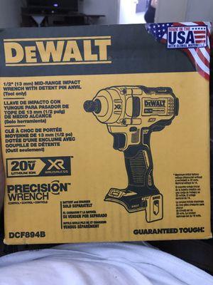 Dewalt 1/2(13mm)mid range impact wrench for Sale in San Luis Obispo, CA