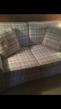 Thomasville Love Seat Couch for Sale in Baltimore,  MD