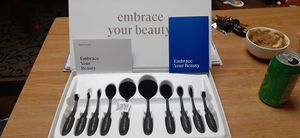 Brand new!! OVAL Makeup Brush Set for Sale in Tucson, AZ
