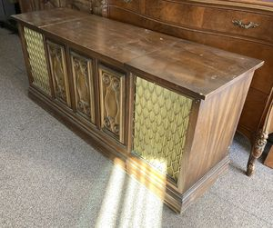 Vintage Stereo Console / TV Stand for Sale in Tulare, CA