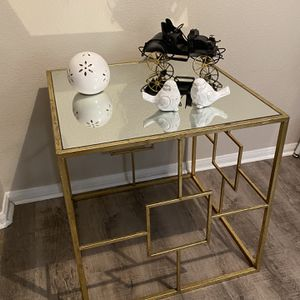 Square Gold Mirror table for Sale in San Diego, CA