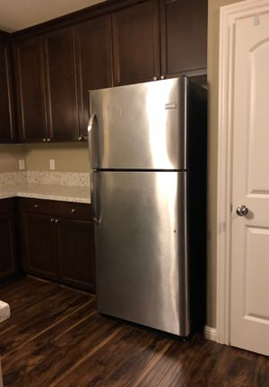 2015 Stainless steel refrigerator fridge frigidaire for Sale in Oregon City, OR