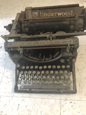 Antique Typewriter for Sale in Willow Springs, IL