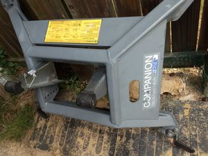 B&W base hitch for Ram 2500 / 3500 with factory 5th wheel prep for Sale in Whitehouse, TX