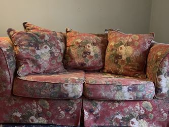 Free sofa for Sale in St. Louis,  MO