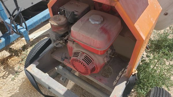 Commercial cement mixer.. great condition.