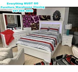 white bedroom set. Must Go for Sale in Queens, NY
