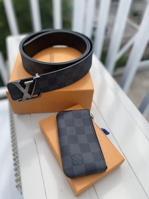 Louis Vuitton set size 38 DS for Sale in Milwaukee, WI