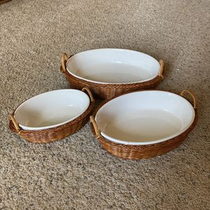 ‼️Serving Dishes with Wicker Baskets‼️ for Sale in Fenwood, WI