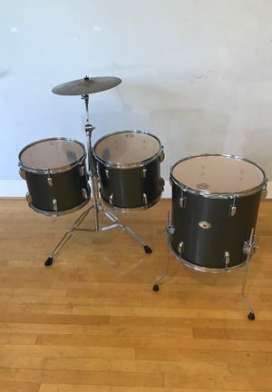 "Tama Swingstar 3 tom drum set up with cymbal 12"" 13"" ride 16"" floor drums boom stand Ontario for Sale in Montclair, CA"