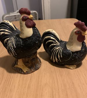 Collectible salt and pepper shakers for Sale in The Bronx, NY