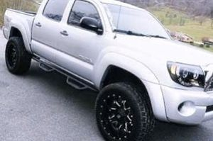 Cared 06 Toyota Tacoma for Sale in Louisville, KY