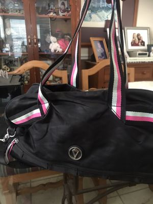 Iviva duffle/gym bag for Sale in Simi Valley, CA