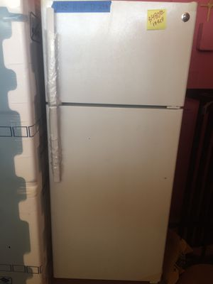 """Top freezer refrigerator Ge white w 28"""" energy save for Sale in La Puente, CA"""