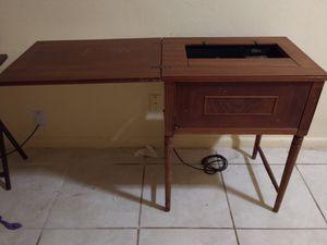 Máquina cocer antiguo for Sale in Lehigh Acres, FL