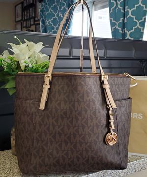 Michael kors tote bag 100% authentic for Sale in Temecula, CA
