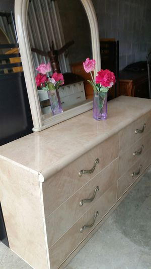 BEAUTIFUL WHITE LONG DRESSER 6 BIG DRAWERS WITH MIRROR ALL DRAWERS SLIDING SMOOTHLY for Sale in Fairfax, VA