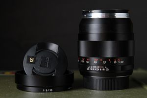 ZEISS Distagon T* 35mm f/2 ZE Lens for EF Mount for Sale in Los Angeles, CA