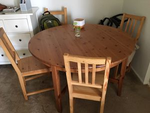 Modern dining table and chairs for Sale in Sayreville, NJ