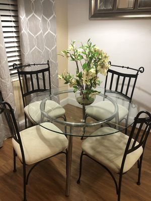 Glass dining room set with 4 chairs for Sale in Oakland Park, FL