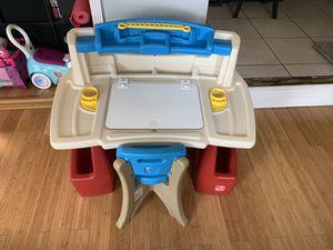 Step 2 Kids art desk for Sale in Pembroke Park, FL