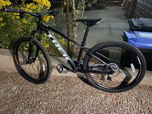 2018 Trek Merlin 7, 27.5 medium frame mountain bike. Awesome hard tail bike for Sale in Henderson, NV