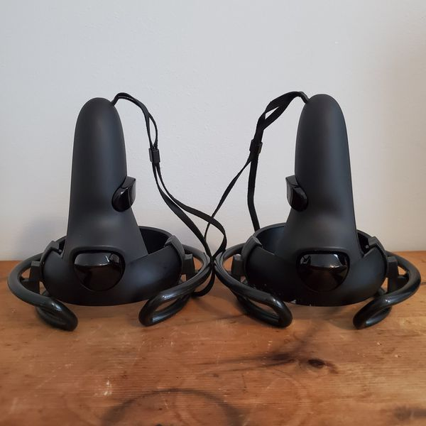 Oculus Quest 64GB (with Accessories)