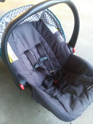 Graco Baby Car Seat- like new for Sale in Parma, OH