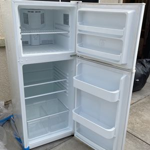 2018 Frigidaire Top Freezer Refrigerator for Sale in Tracy, CA