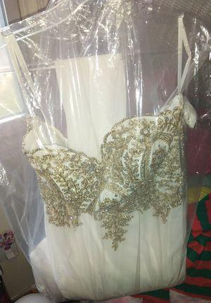 Vendo vestido para una boda civil o para fiesta nunca lo use por motivos que salí embarazada y no lo pude usar di $300 pero lo estoy viendo en $200 for Sale in Manassas Park, VA