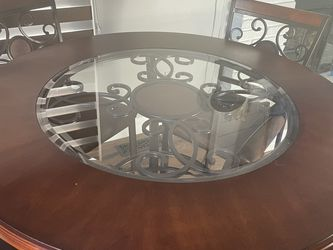 Beautiful High Top Dining Table And 4 Chairs for Sale in Ballwin,  MO