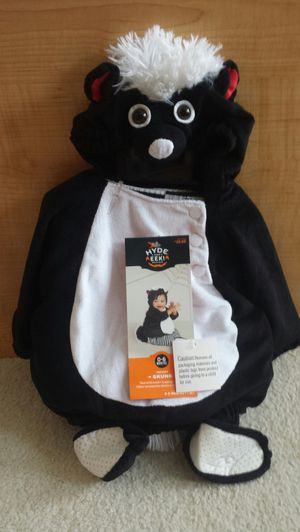 BRAND NEW Halloween Costume Infant Skunk 0-6 Months - Vest with Hood, Stripe Leggings and Booties. Retails for $20, only asking $10! for Sale in St. Petersburg, FL