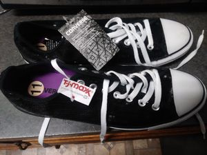 New Converse Glitter shoes size 11 for Sale in Cleveland, OH