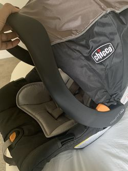Chicco Keyfit30 Infant Car Seat for Sale in Madera,  CA