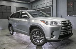 2018 Toyota Highlander for Sale in Puyallup, WA