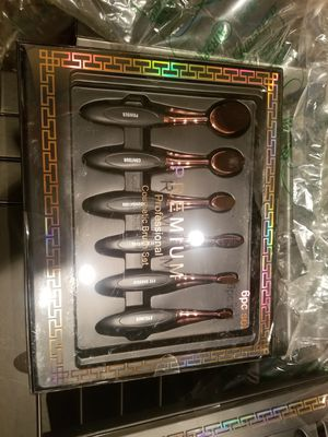 New makeup brushes for Sale in Inglewood, CA