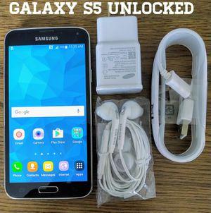 Black Galaxy S5 GSM UNLOCKED + Accessories for Sale in Falls Church, VA