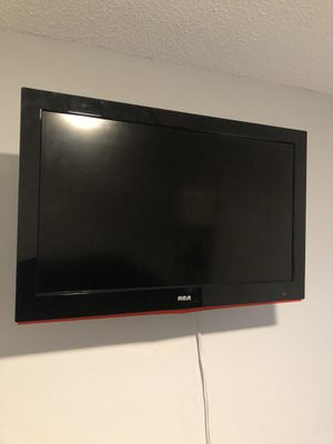 32 inch RCA TV with rotating wall mount. for Sale in Boca Raton, FL