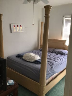 Queen 4 post bed frame for Sale in Bayonne, NJ