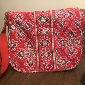 Vera Bradley Rosy Poises Pattern Messenger Bag for Sale in Fort Stewart, GA