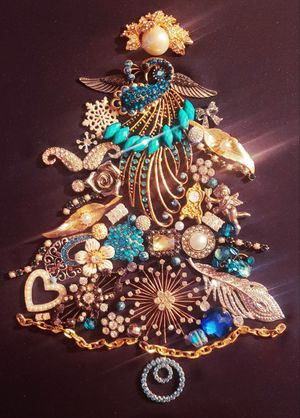 VINTAGE JEWELRY CHRISTMAS TREE 11 X 14 for Sale in Downey, CA