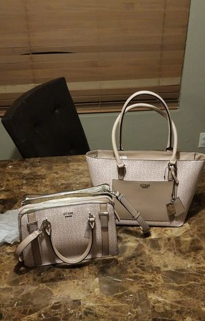 Guess bags and purses in a bundle for Sale in Tucson, AZ